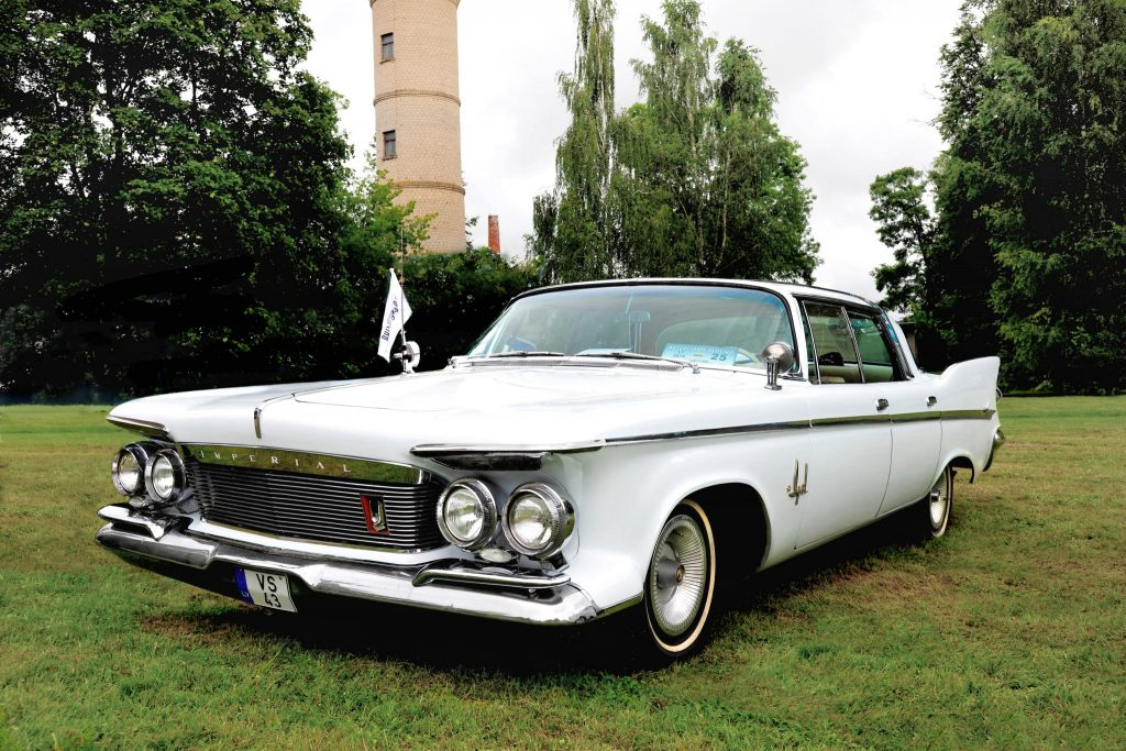 Imperial Crown 4-door Southampton, 1961 m.