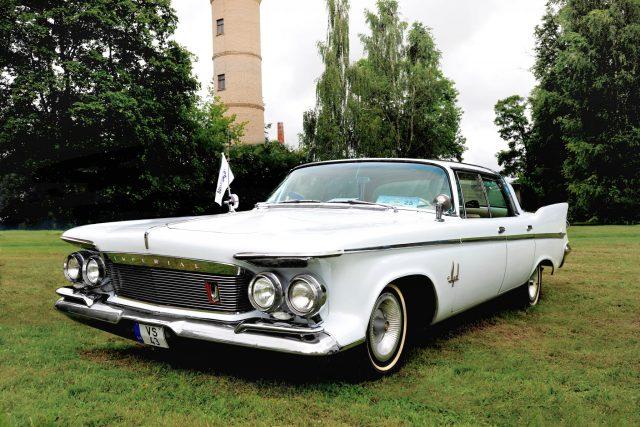 Imperial Crown 4-door Southampton, 1961 m.