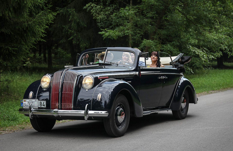 paradas-miesto-gatvemis-jono-rusecko-opel-admiral-1938-m-pripazintas-geriausiai-restauruotu-automobiliu