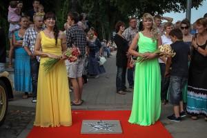 Parodos lankytojai galėjo nusifotografuoti prie klubo ,,Klasika improvizuotos ,,Hoollywood žvaigždės su ,,klasiškomis merginomis Gražina ir Vaiva