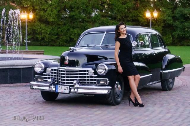 Eglė ir Cadillac Series 62, 1942 m. Automobilio savininkas - Dalius Linkevičius. Andriaus Repšio nuotrauka