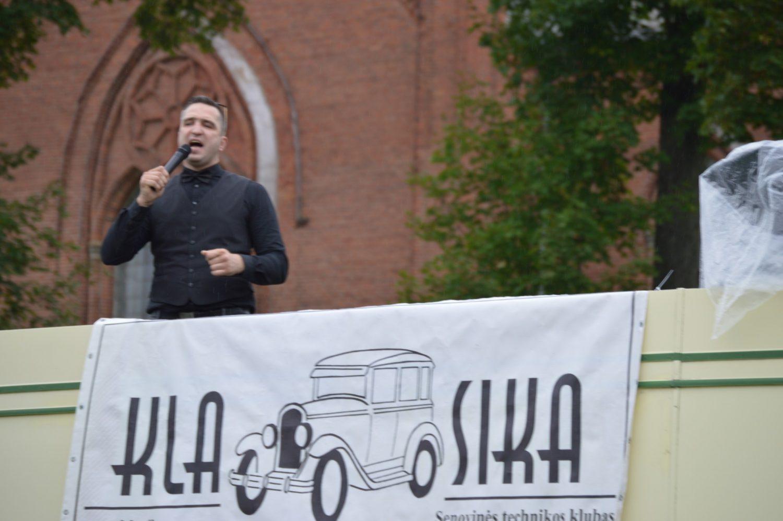 Dainuoja Gytis Balčiūnas