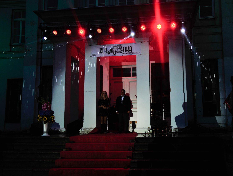 """Senovinių automobilių parodos """"Nesenstanti Klasika 2016"""" apdovanojimai ir uždaras šventinis vakaras vyko Astravo dvare"""