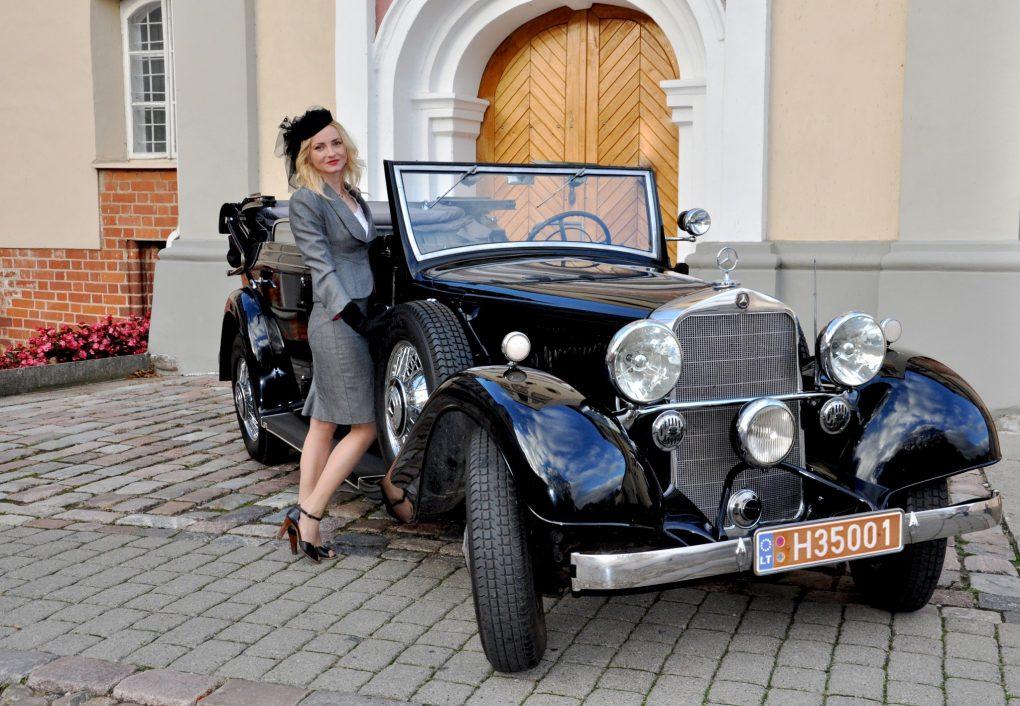 Aušra ir Mercedes Benz 290 Cabrio D, 1935 m. Automobilio savininkas - Stanislovas Bartkevičius. Ilonos Daubaraitės nuotrauka