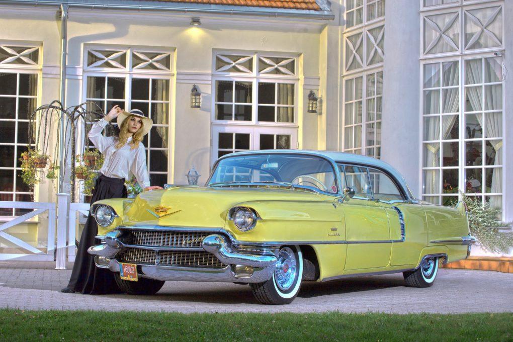 Emilija ir Cadillac Sedan DeVille, 1956 m. Automobilio savininkas - Marius Šmilas. Manto Šimkaus nuotrauka