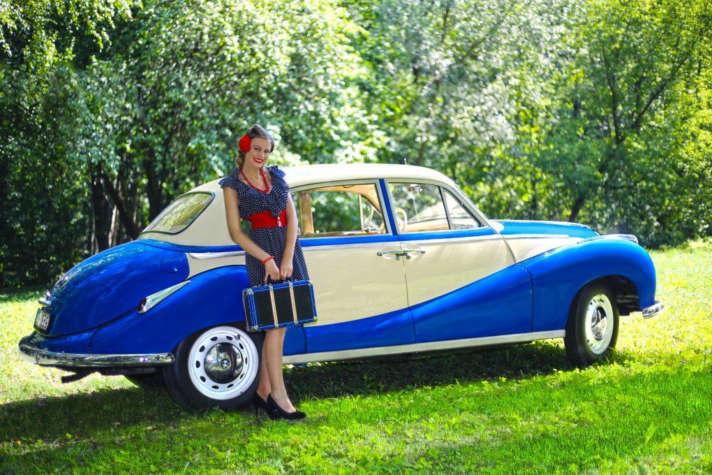 Emilija ir BMW 501 B, 1955 m. Automobilio savininkas - Alfredas Zigmantas. Vilhelmanto Sereikos nuotrauka