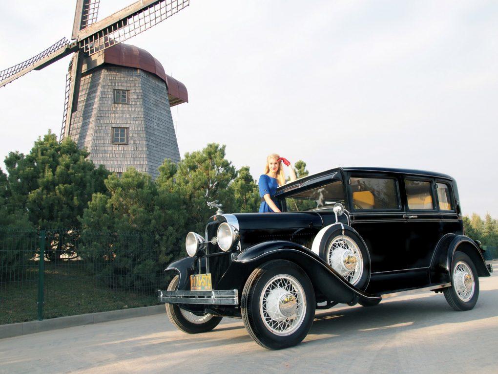 Evelina ir Oldsmobile Model F-29 Landau Sedan-DeLux, 1929 m. Automobilio savininkas - Dalius Linkevičius. Aurimo Franko nuotrauka