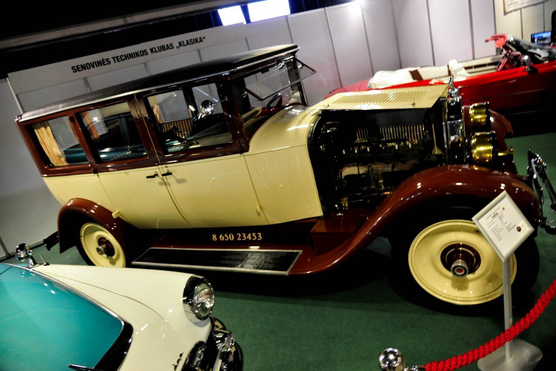 Packard 333 Limousin, pagamintas 1925 m. Savininkas – Gintautas Miškinis