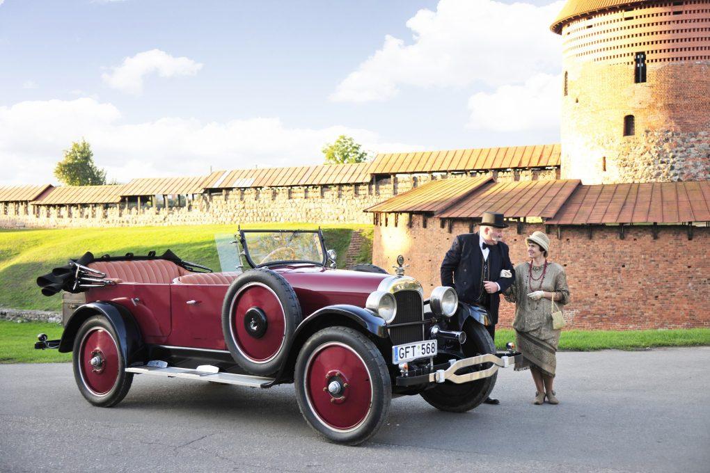 02-vasaris-ponai-nele-ir-gintautas-bei-nash-681-7-touring-1922-m-automobilio-savininkas-gintautas-miskinis-ilonos-daubaraites-nuotrauka