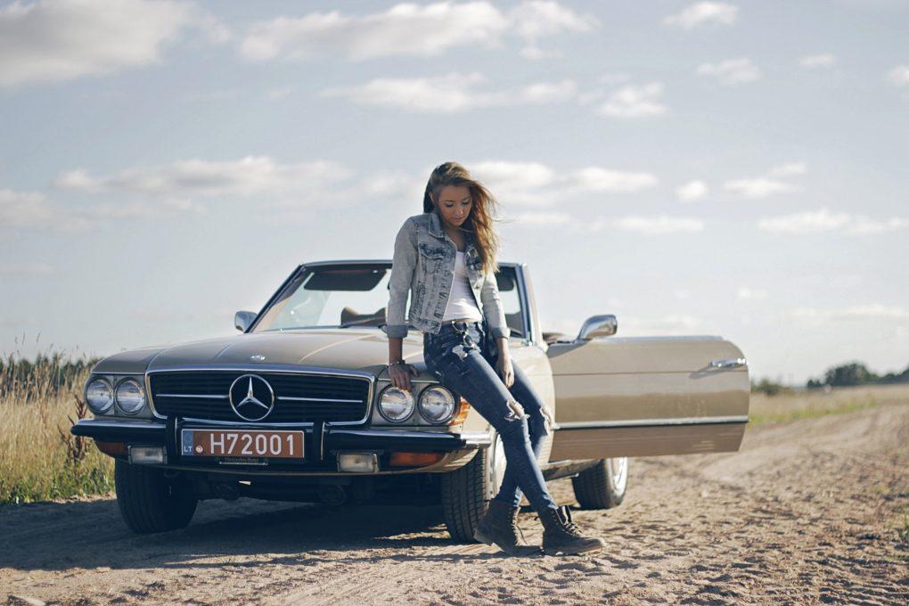 04-balandis-judita-ir-mercedes-benz-450-sl-1972-m-automobilio-savininkas-raimondas-skridulis-karolio-pilipaviciaus-nuotrauka