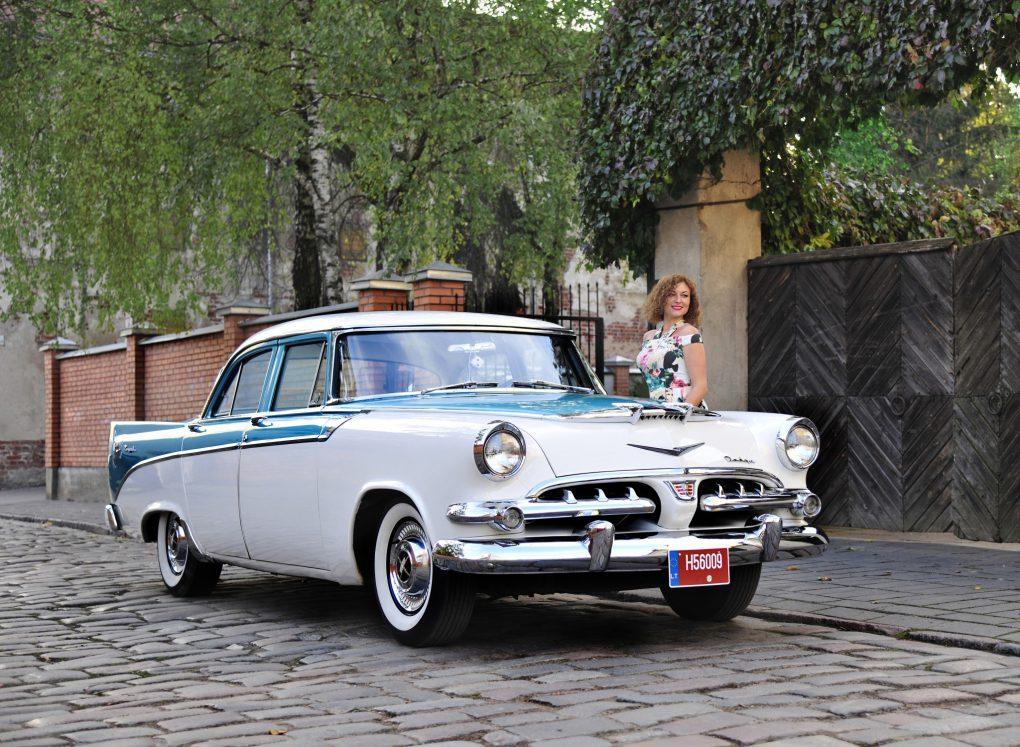 06-birzelis-milda-ir-dodge-royal-sedan-1956-m-automobilio-savininkas-stanislavas-romanovskis-ilonos-daubaraites-nuotrauka