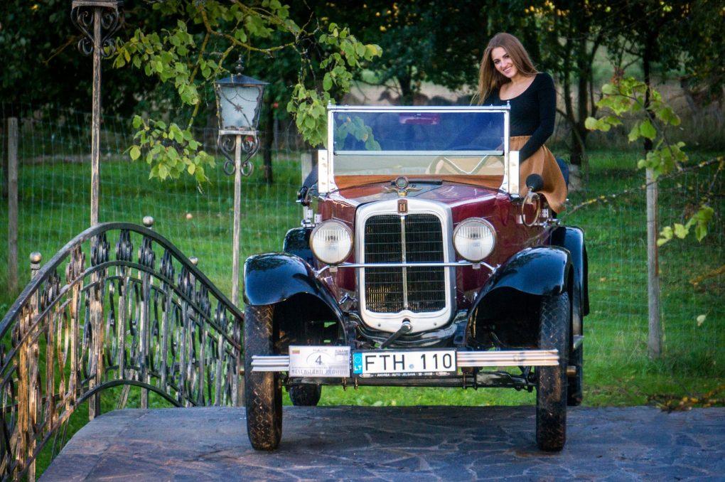 07-liepa-eivile-ir-erskine-model-50-touring-1927-m-automobilio-savininkas-dalius-linkevicius-andriaus-repsio-nuotrauka