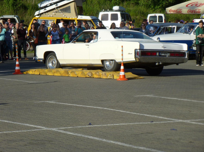 Laimonis Sprukulis su Lincoln Continental Coupe, pagamintu 1973 m.