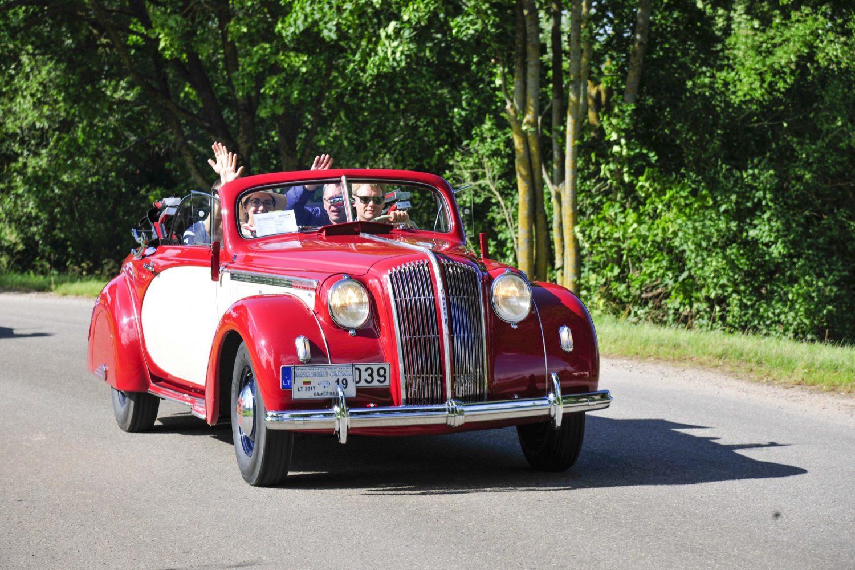 Laimėtojas - geriausio senovinio automobilio kategorijoje (iki 1946) - Opel Admiral, pagamintas 1939 m. Savininkas – Jonas Ruseckas