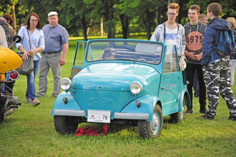 Laimėtojas - mažiausių ratų kategorijoje - SMZ (automobilis neįgaliesiems), pagamintas 1964 m. Savininkas – Virginijus Duderis