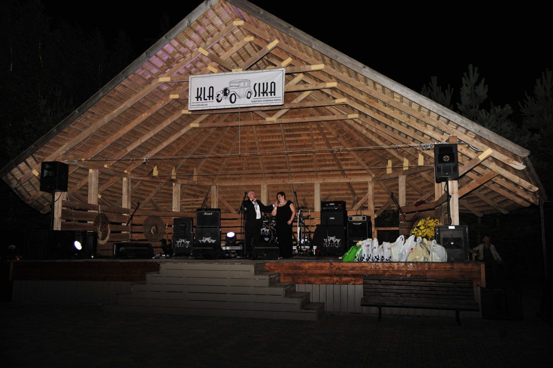 Šventinį koncertą pradėjo operos solistai Genovaitė Bigenytė ir Mindaugas Gylys