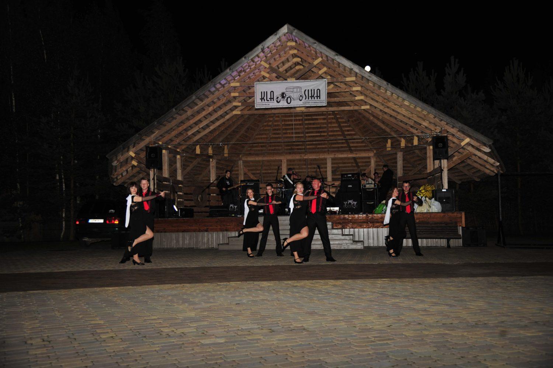 Pramoginius šokius šoko grupė iš Biržų