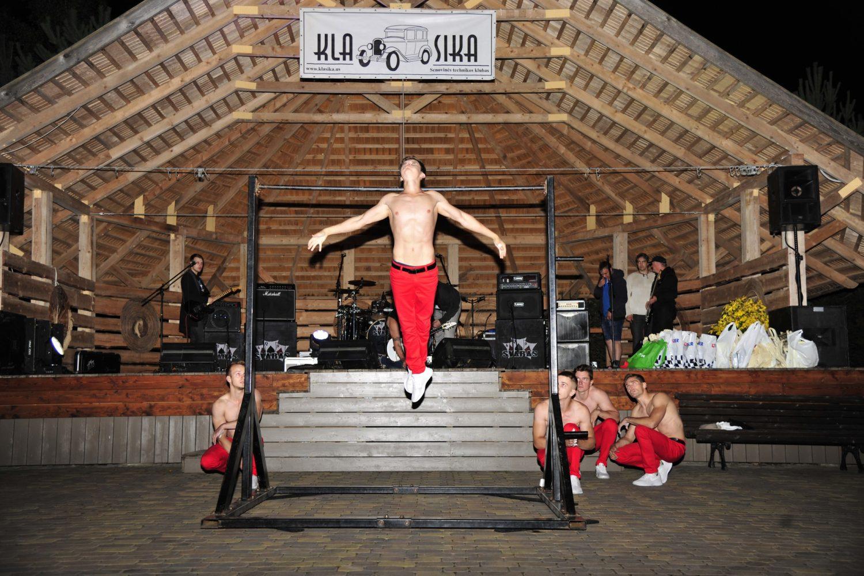 """Fizines kūno galimybės demonstravo """"Gatvės gimnastai"""""""