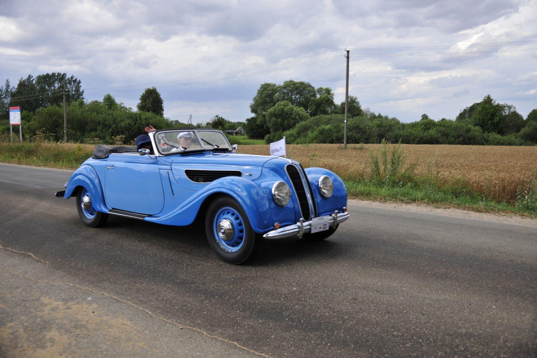 Geriausio europietiško automobilio apdovanojimą pelnė Arūnas Adomaitis ir jo BMW 327 Cabriolet, pagamintas 1939 m.
