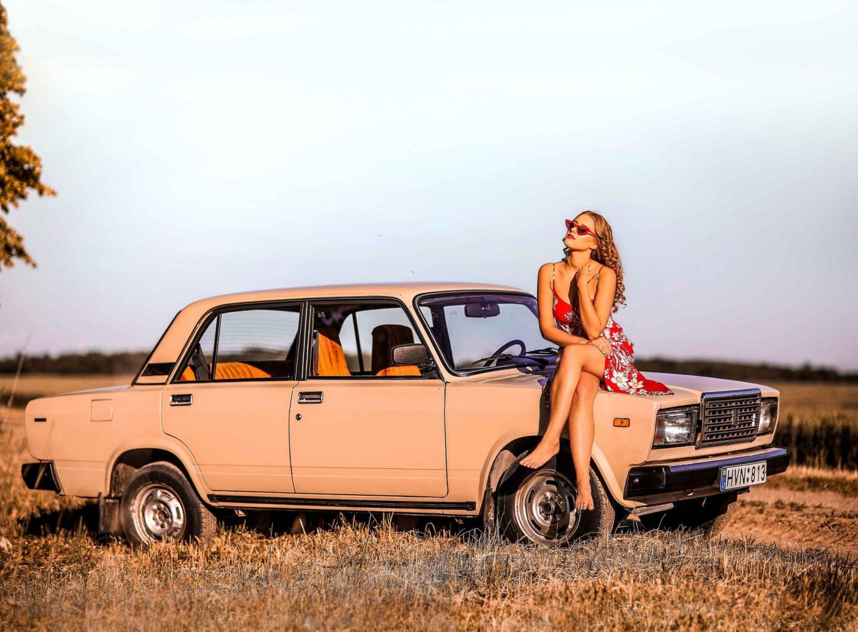 Eivilė ir VAZ 2107 Lada, 1986 m. Automobilio savininkas - Dalius Linkevičius. Viktorijos Valentinavičiūtės nuotrauka