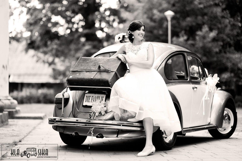 Fotografas - Justinas Krisiūnas. Fotomodelis - Virginija Petrušonė ir 1977 m. Volkswagen Kaefer