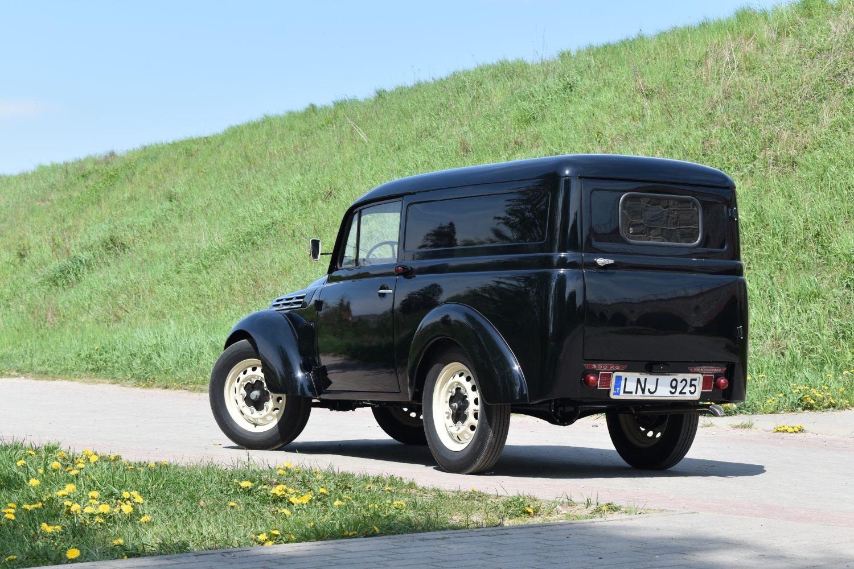 Fotografas - Kestutis-Banevicius. 1950m. Renault Juvaquatre AHG2 Fourgonnette